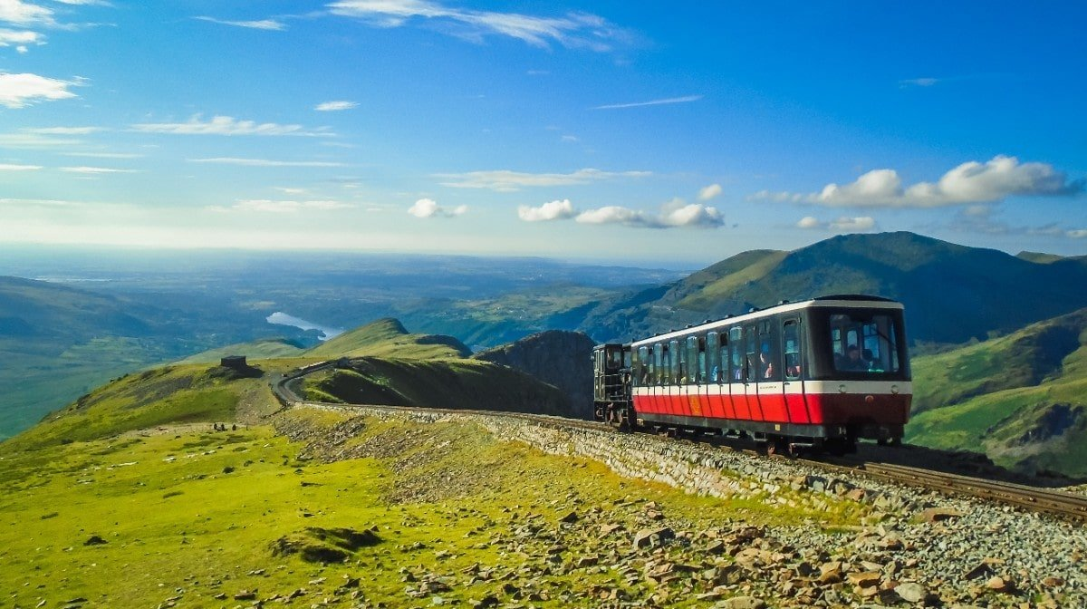 """Please Respect The Mountain""   Snowdon Overrun With Tourists"
