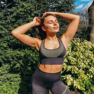Domáci tréning | Rýchly tréning brucha od Steph Elswood