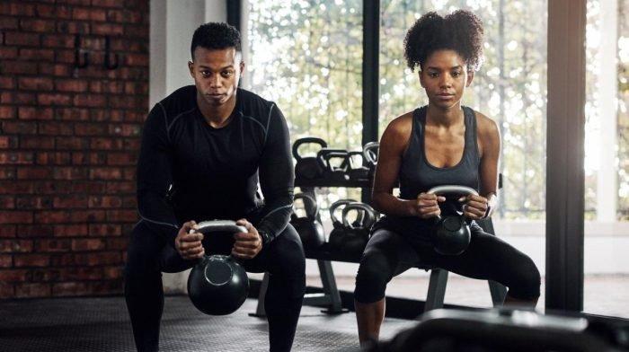 Tréning s kettlebellom | Top 22 cvikov skettlebellom pre začiatočníkov i pokročilých