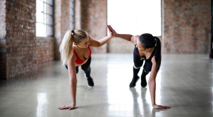 cvičte s kamarátom