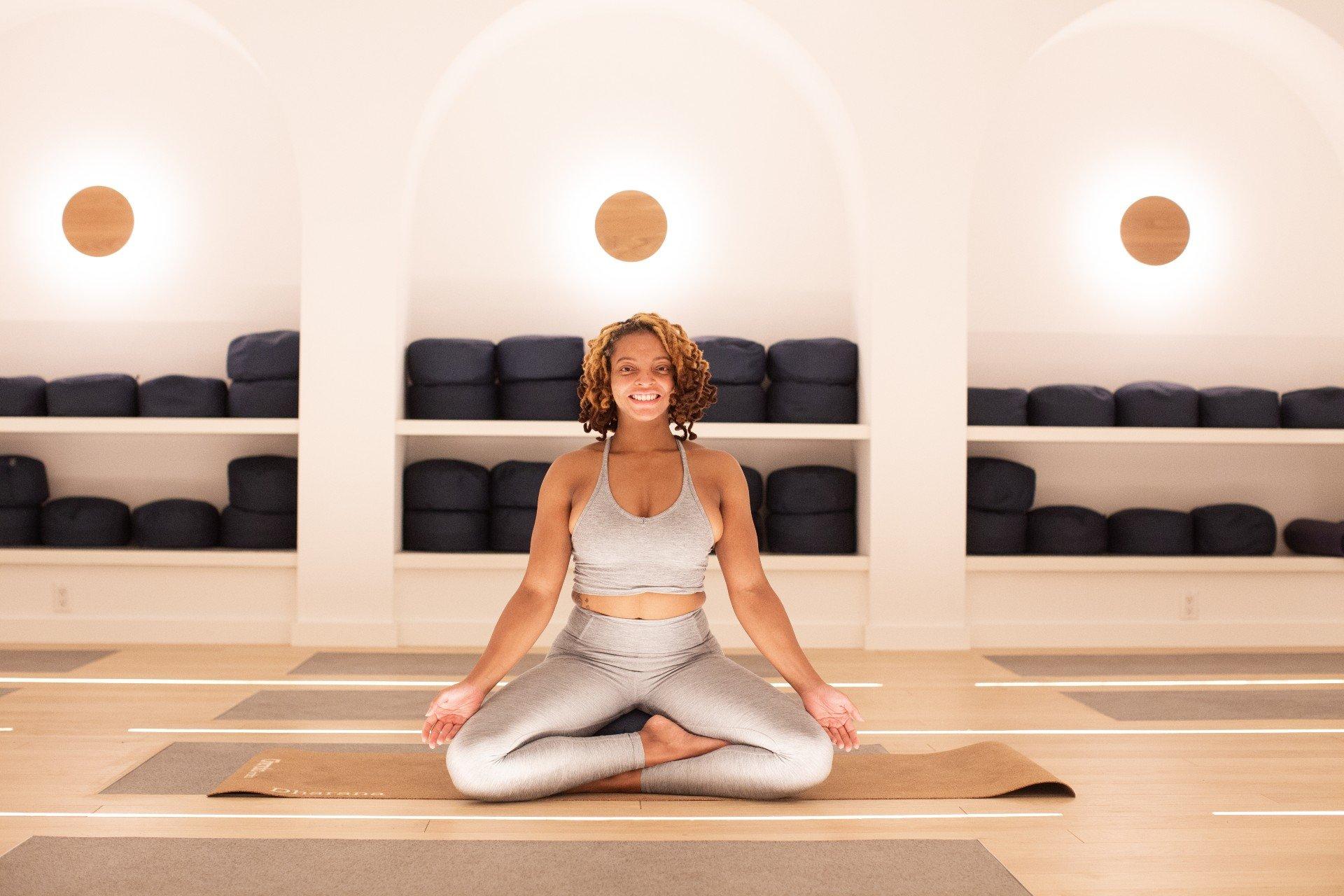 Den här wellnesscoachen använde yoga för att hantera sin sorg & bytte karriär | Everyday Athletes