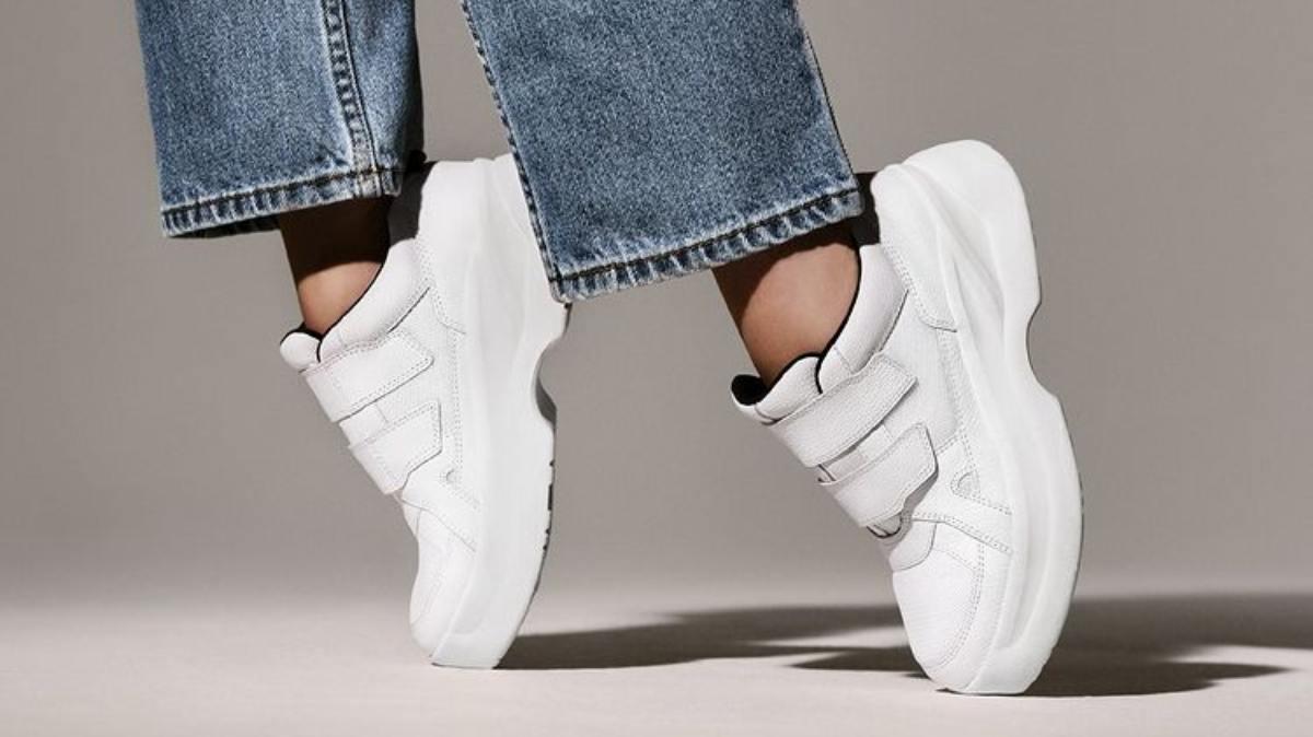 Top 10 Trending White Sneakers