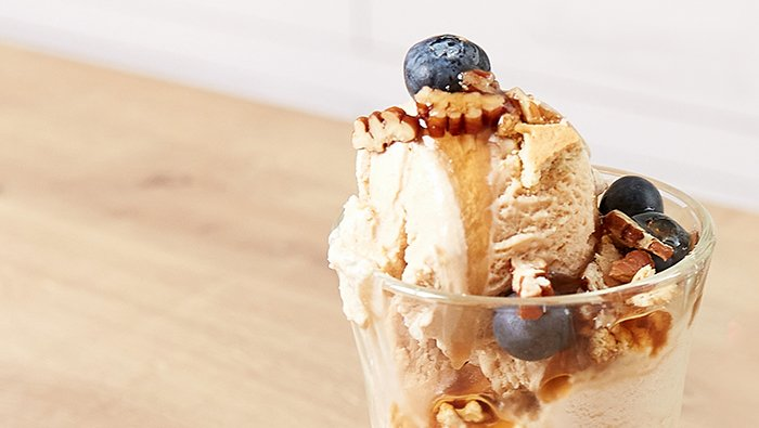 blueberry and cinnamon nicecream sundae