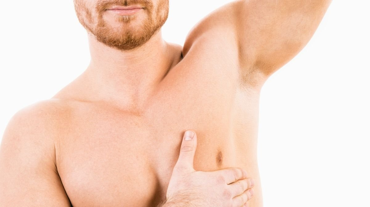 Achseln rasieren: Anleitung zur richtigen Achselrasur