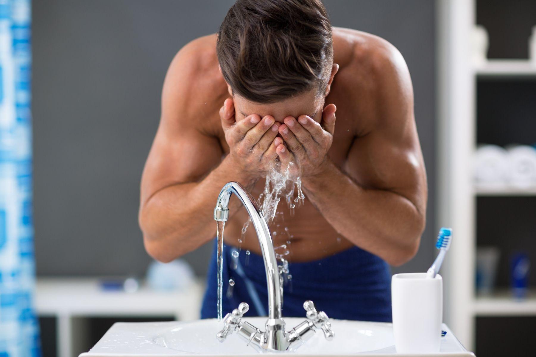 Gesichtspflege nach der Rasur: Reinigung & After Shave
