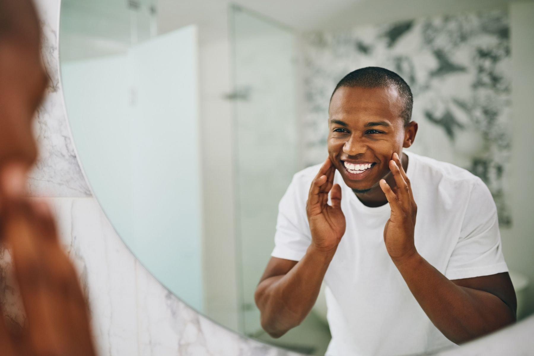 Gesichtspflege auf Reisen: der ultimative Leitfaden für Männer