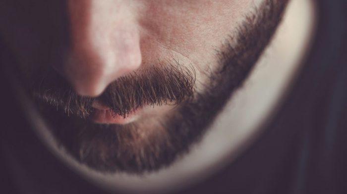 So gleichst Du Lücken im Bart aus