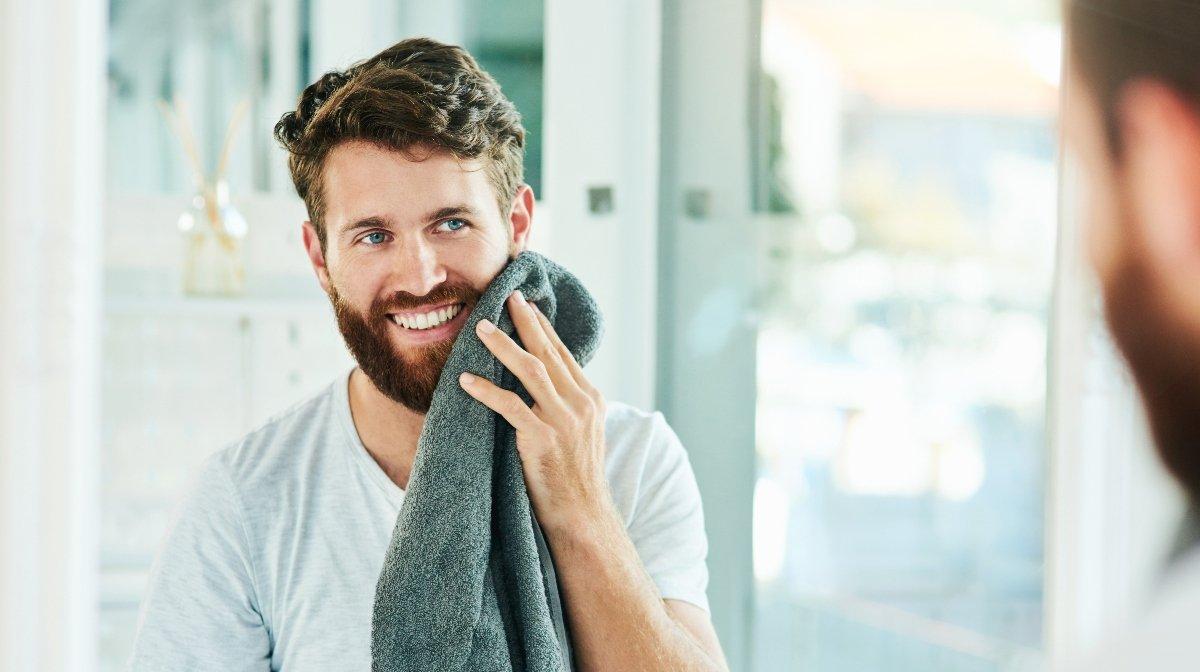 Das Waschen der Barthaare sollte ein regelmäßiger Schritt Deiner Bartpflegeroutine sein | Gillette DE