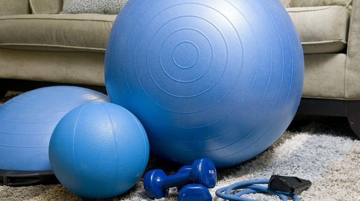 Regelmäßiges Training auch von zu Hause aus, hält Deinen Körper gesund. Zudem ist es gut für Deinen Geist, da stimmungsaufhellende Endorphine freigesetzt werden