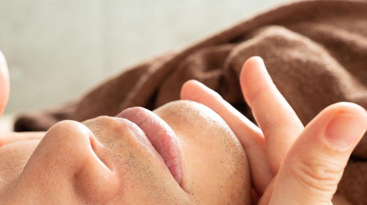 Feuchtigkeit für die Haut zum Mitesser-Bekämpfen