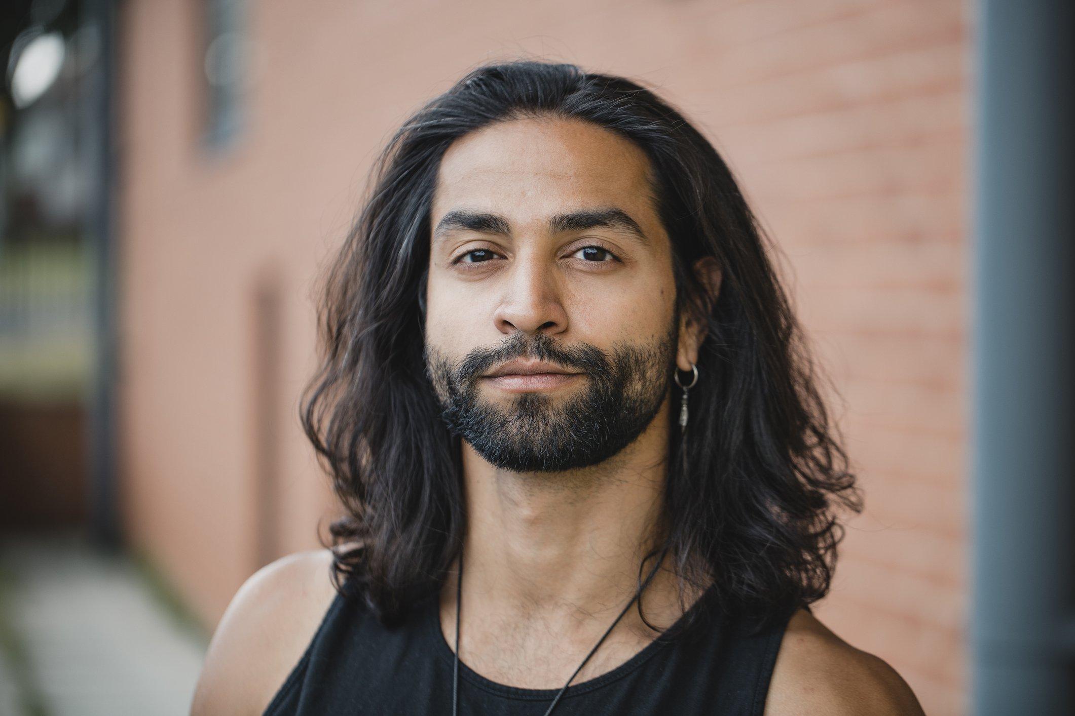 Kurze, gewellte, lange oder gar keine Haare & Bart ?