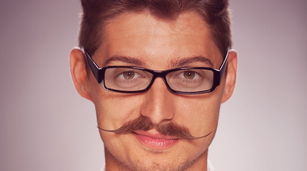 Lass Dir im Movember‐Monat November einen Schnurrbart wachsen, um das Thema Männergesundheit mehr ins Bewusstsein zu rücken