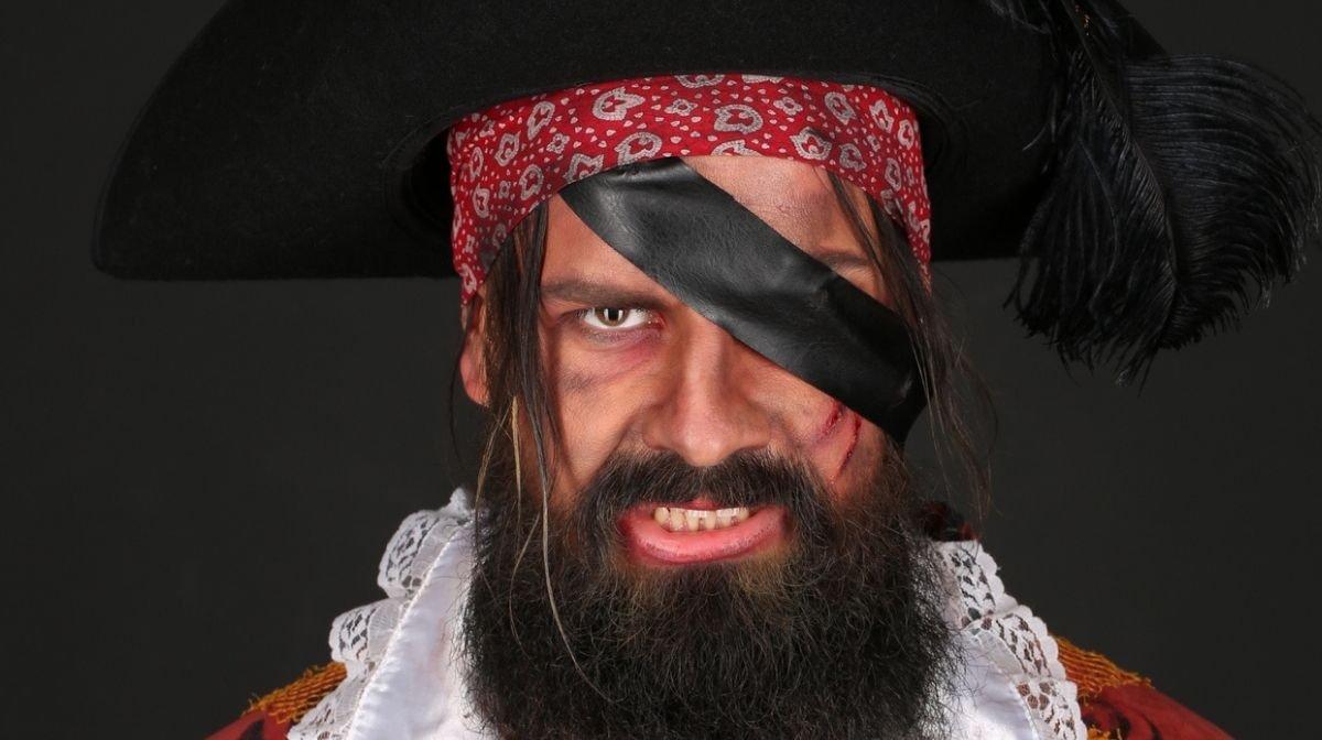 Halloween Kostüm mit Bart: Pirat