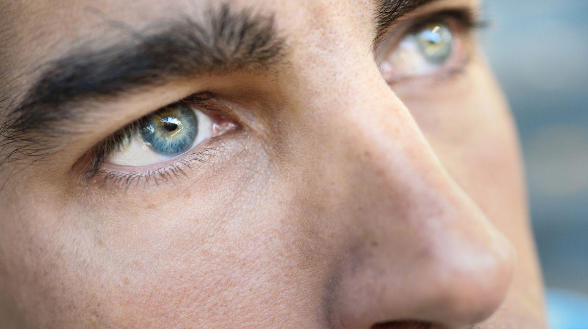 Entdecke bei Gillette die besten Tipps zum Formen und Rasieren von Augenbrauen für Männer