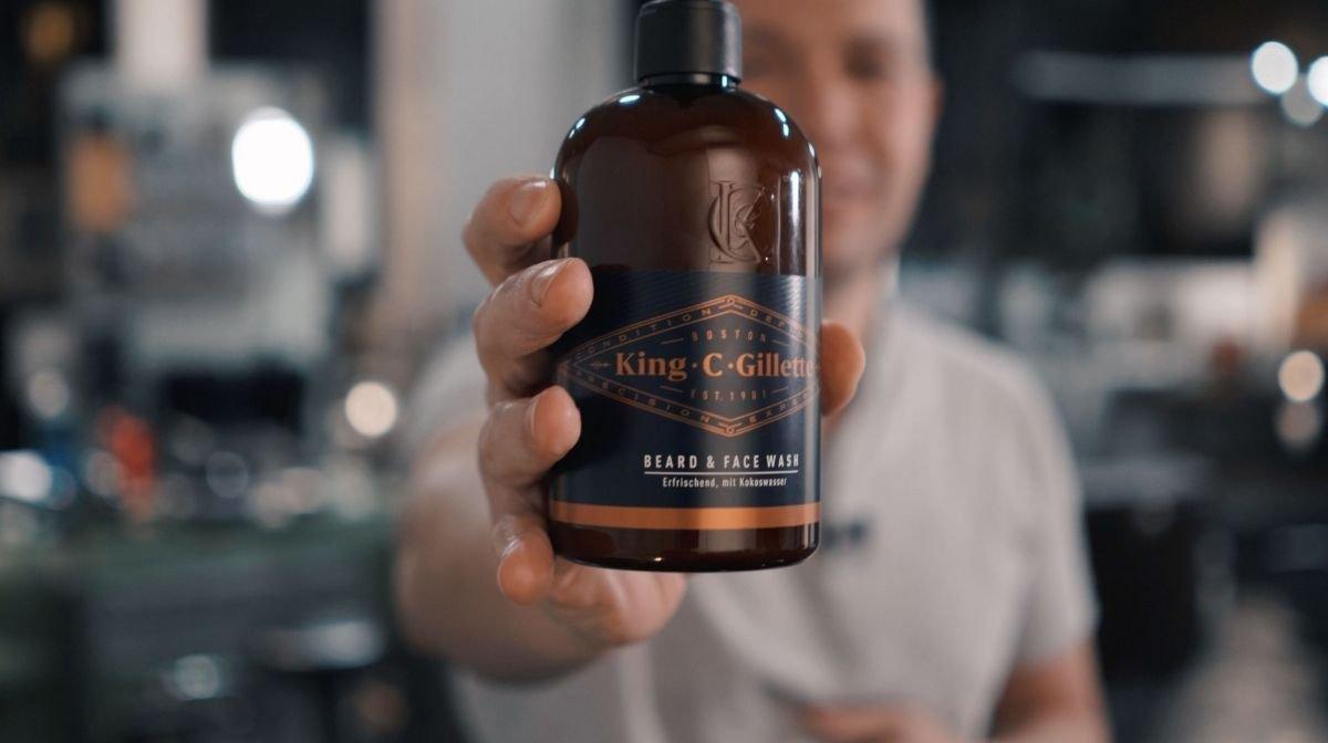 Vor der Halsrasur muss der Hals gereinigt werden: King C. Gillette Bartshampoo