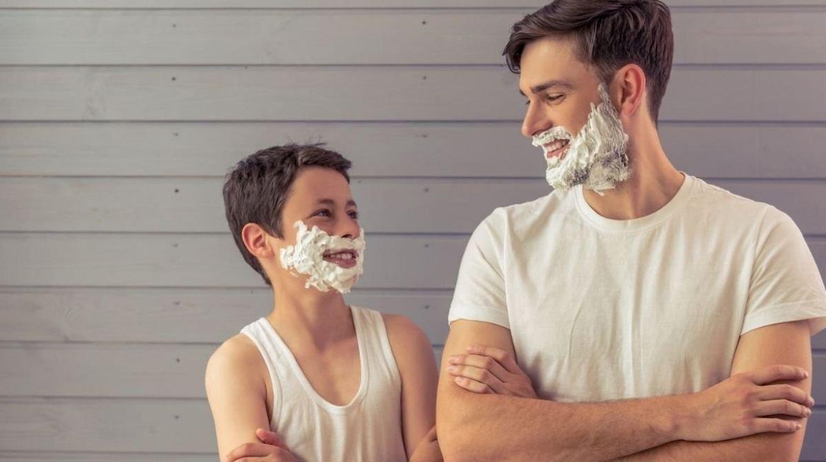 So sprichst Du mit Deinem Sohn über die erste Rasur