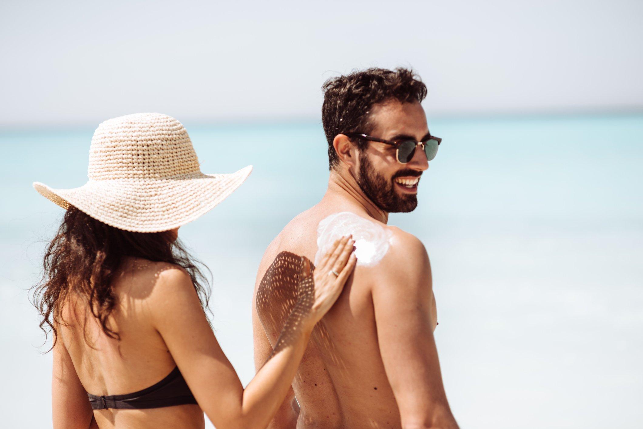 Bereite Deine Haut, Haar und Bart auf den Sommer vor, indem Du für eine ausreichende Feuchtigkeitspflege sorgst   Gillette DE