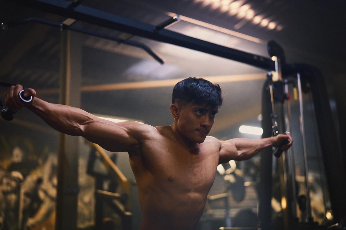 Waarom chronische ziekte deze bodybuildingkampioen niet stopt | Forever Fit