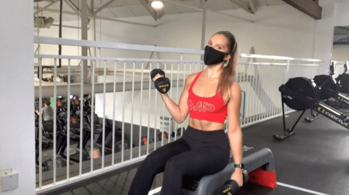 Hoe zijn de sportscholen na de Lockdown? | First Gym Workout With Amber Smith