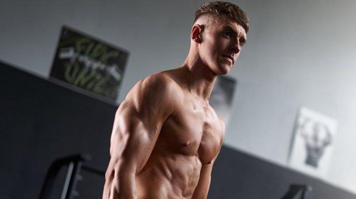 Train borst als een competitieve bodybuilder | Borst- en triceps-training