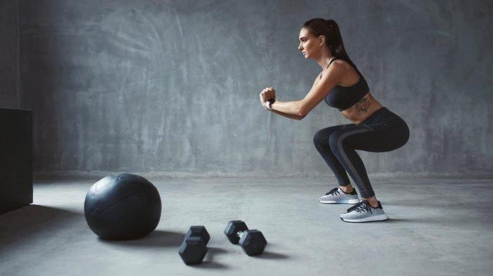 Beentrainingen voor vrouwen thuis of in de sportschool