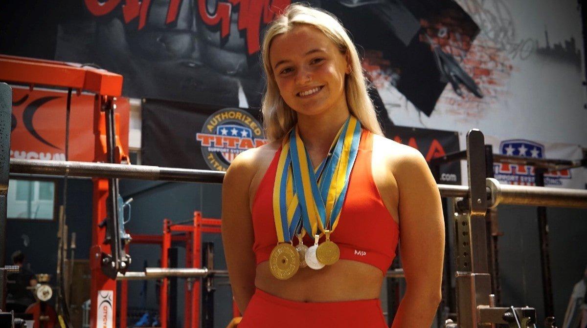 18-jarige claimt wereldtitel powerlifting na een voorbereiding rondom haar studie