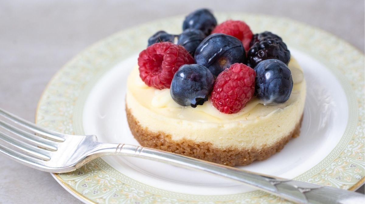 mini berry vegan pie