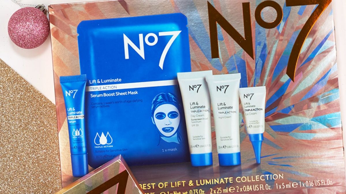 Give the gift of glowing skin with the No7 The Best of Lift & Luminate Collection.