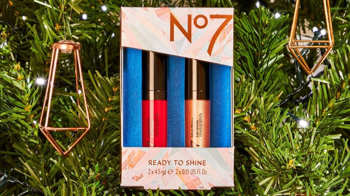 The No7 Ready to Shine Lip Gloss Duo makes the perfect stocking stuffer.