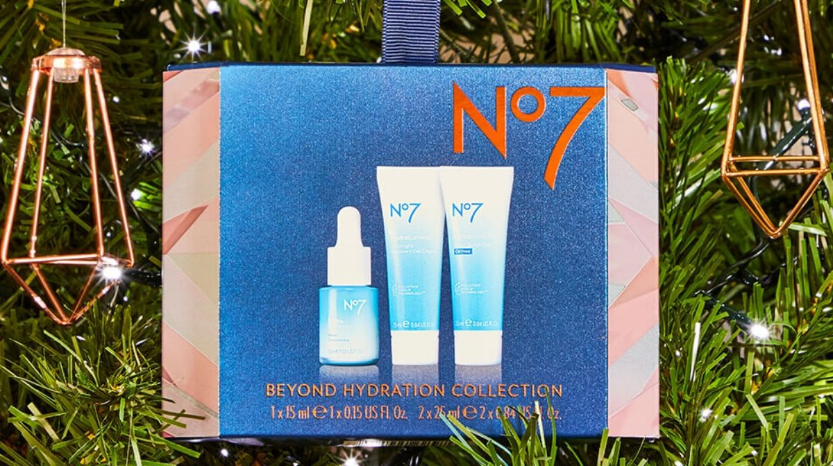 Discover the No7 Beyond Hydration Collection this festive season.