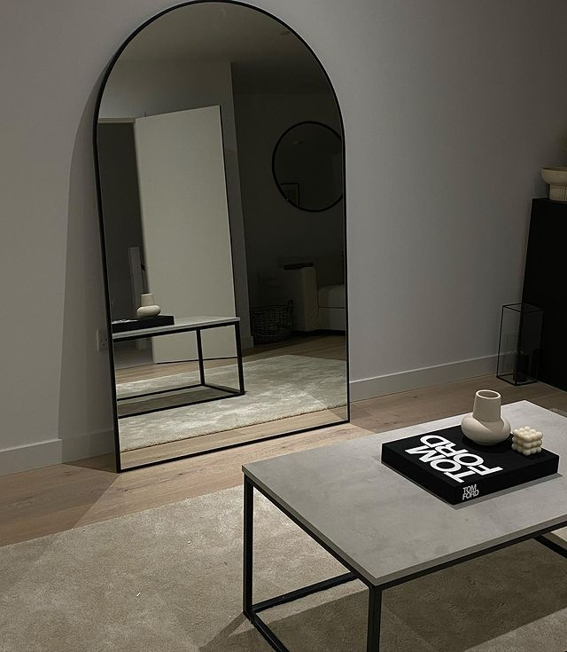 Large wall mirror with coffee table