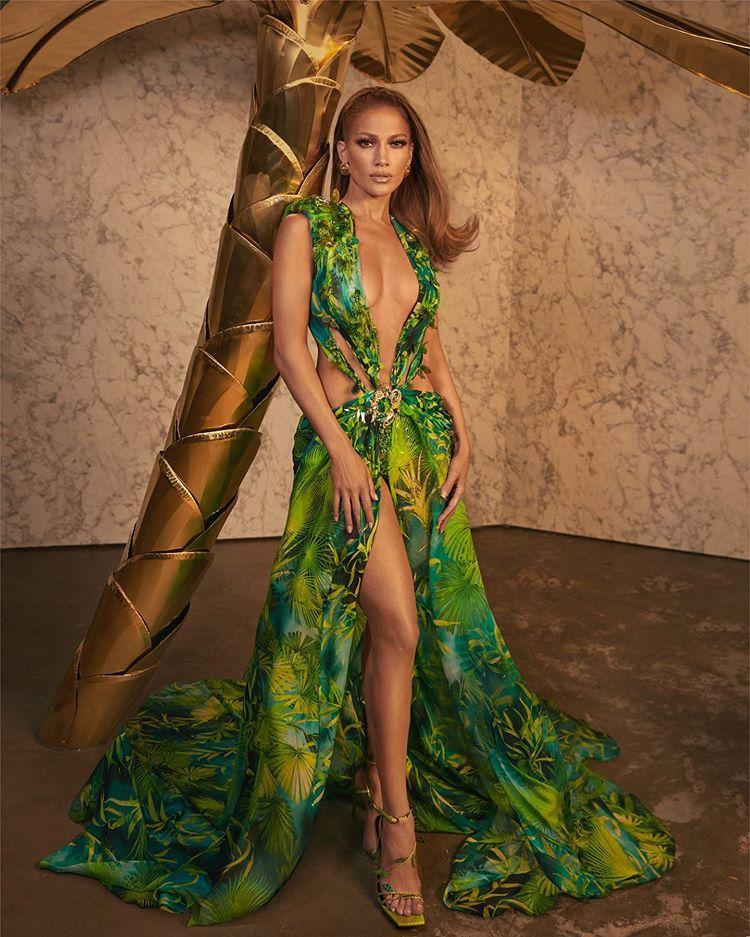 Jennifer Lopez @Versace