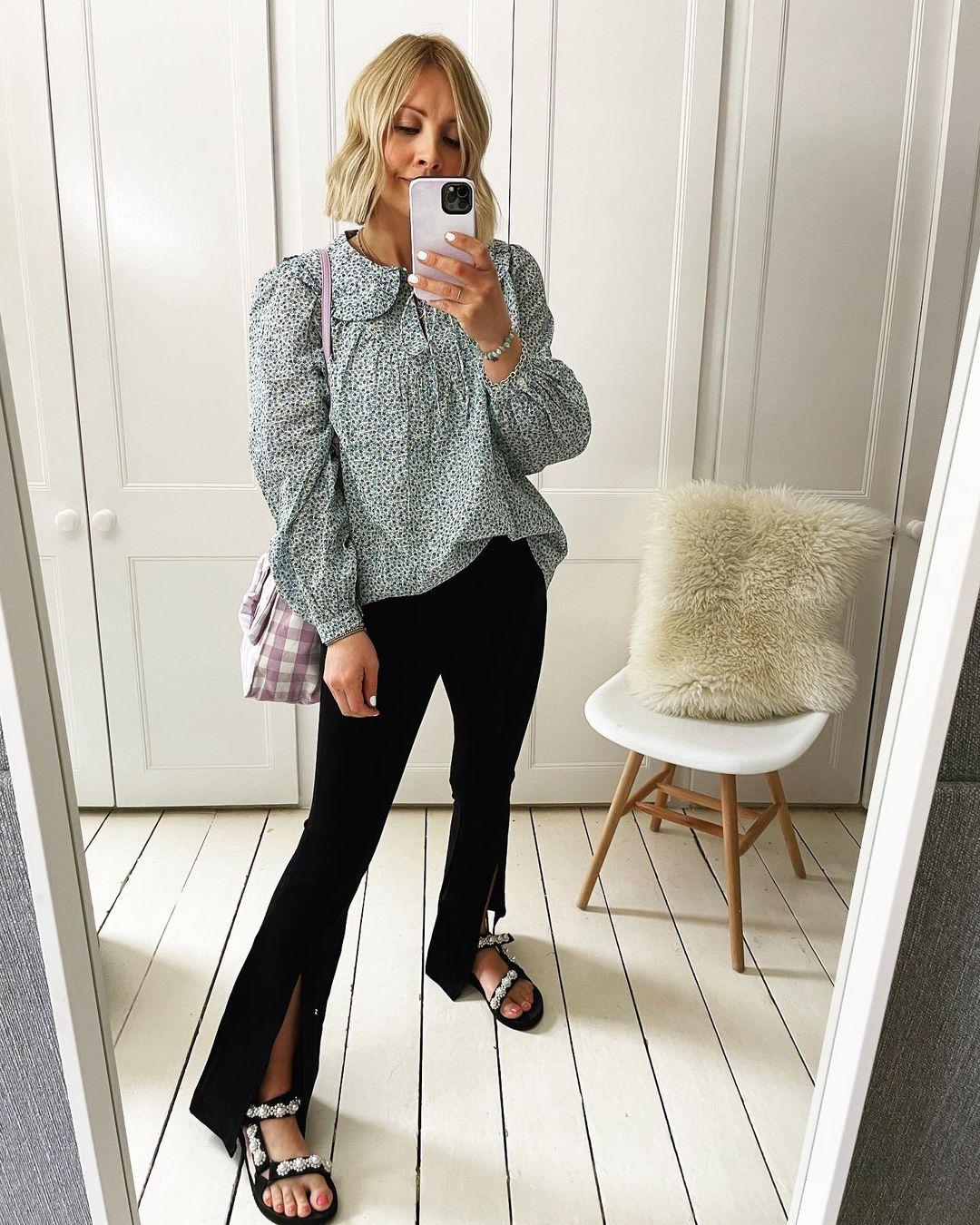 A women taking a mirror selfie in sandals