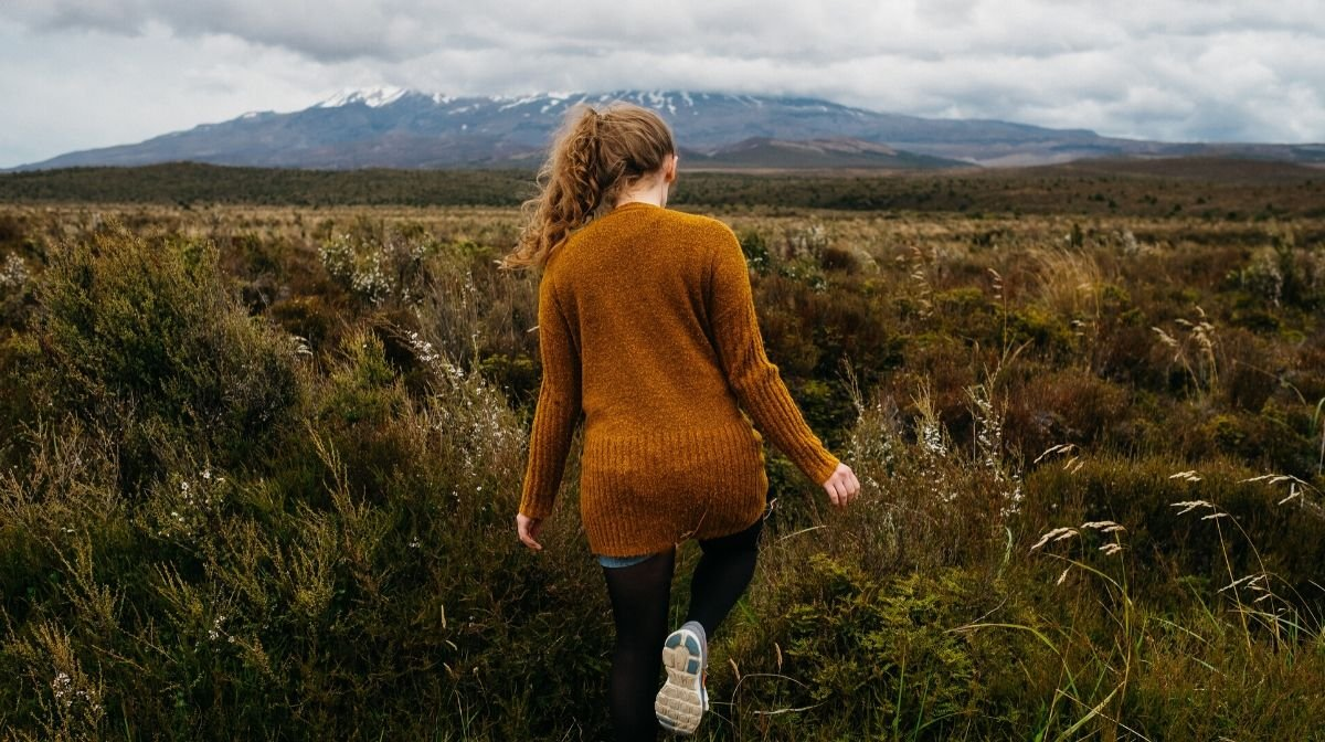 woman walking away from pollution, a source of free radicals