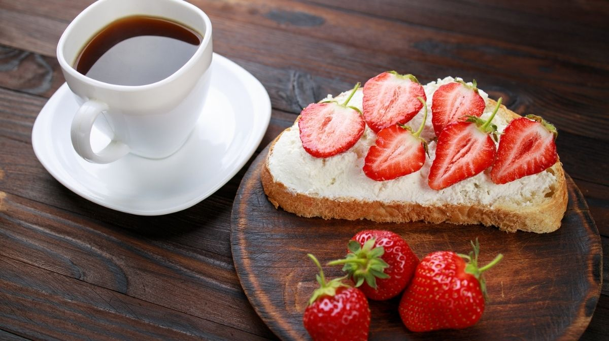 fruit toast with ricotta and strawberries