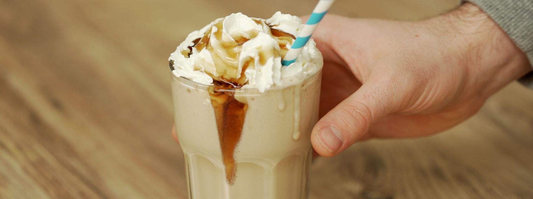Proteinová ledová káva | Čokoládo-kokosové frappé