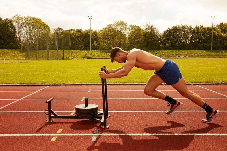 Cvičící muž