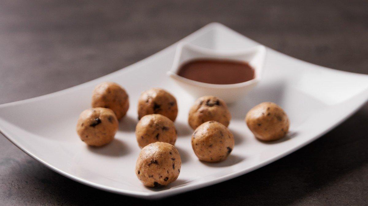 Peanut butter cookie dough kuličky | Zdravé svačinky bohaté na bílkoviny