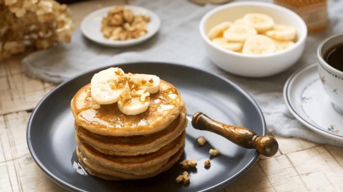 Préparer des pancakes à la banane