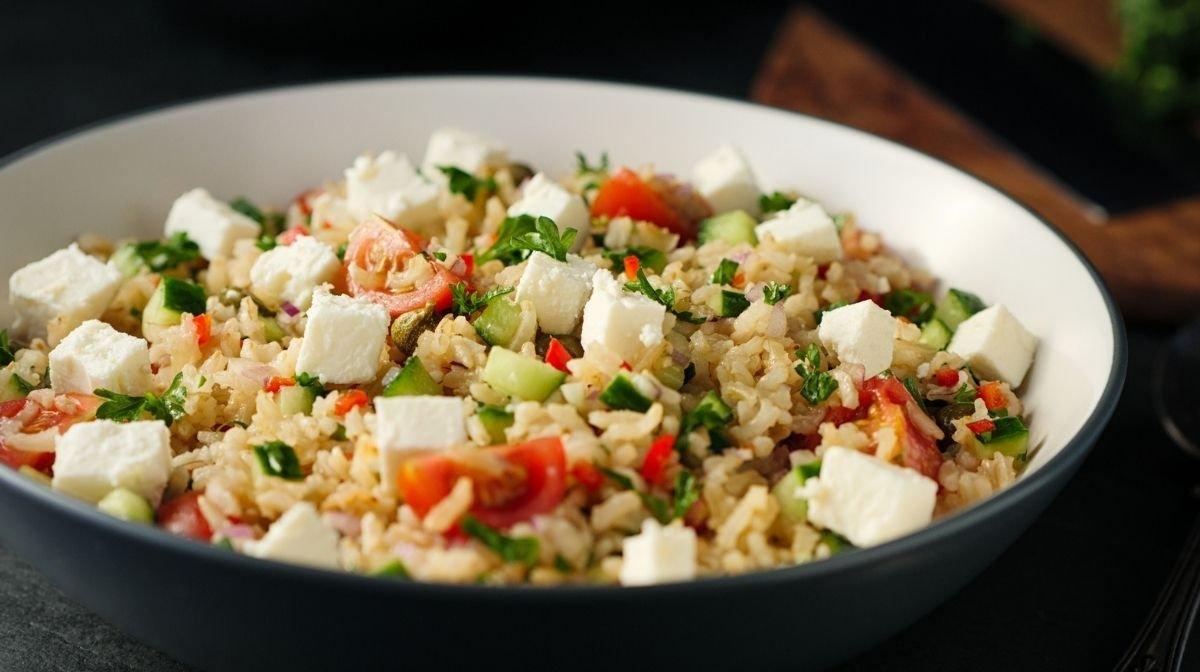 Gemüse-Käse-Reis-Salat
