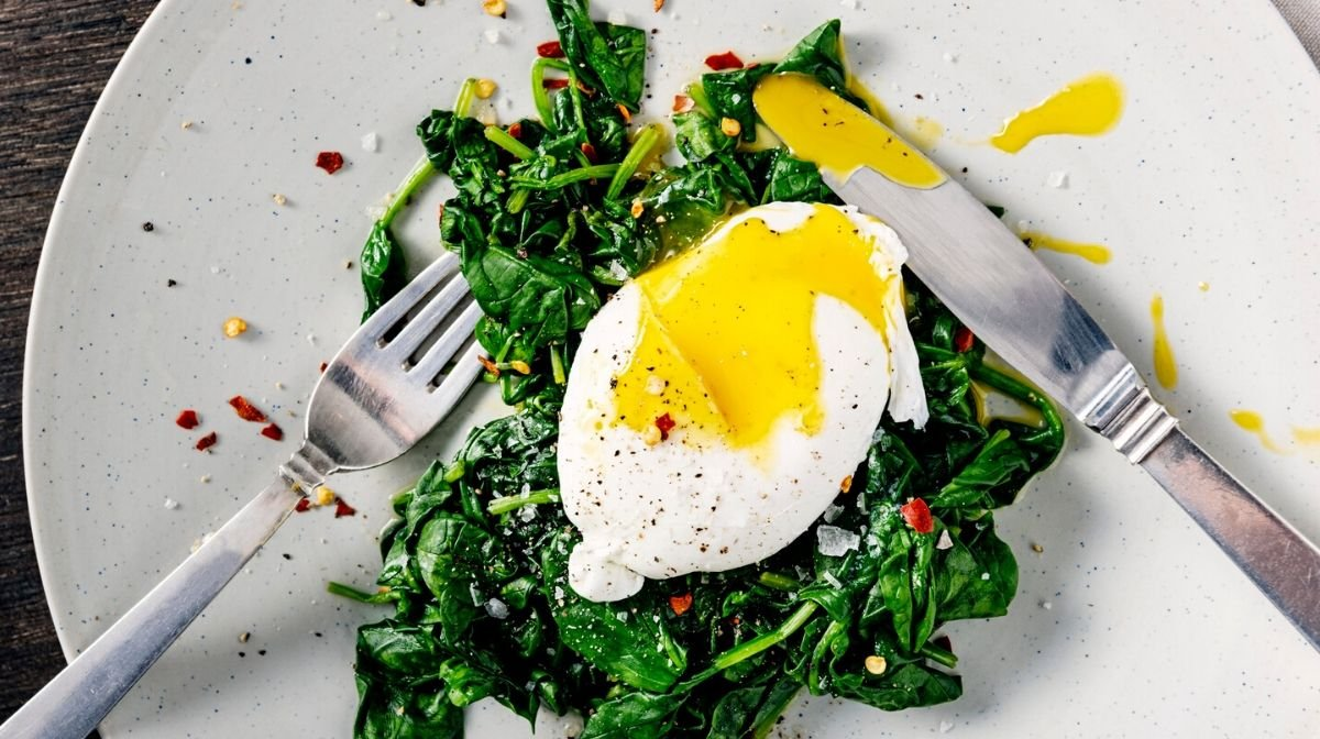 poached eggs, a good source of vitamin B6