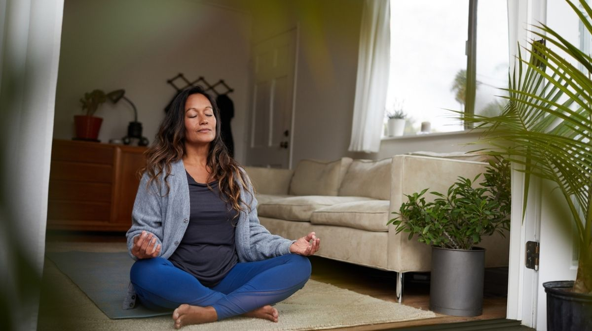 woman meditating at home to practise mindfulness