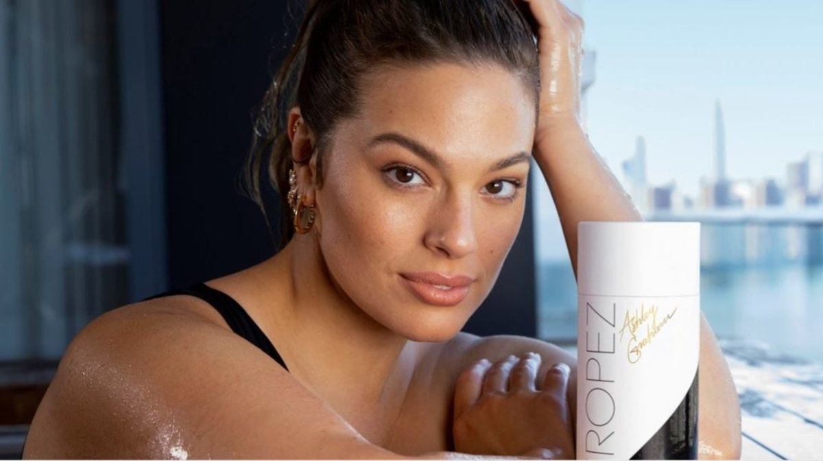 It's Here! NEW St.Tropez X Ashley Graham Limited Edition Ultimate Glow Kit