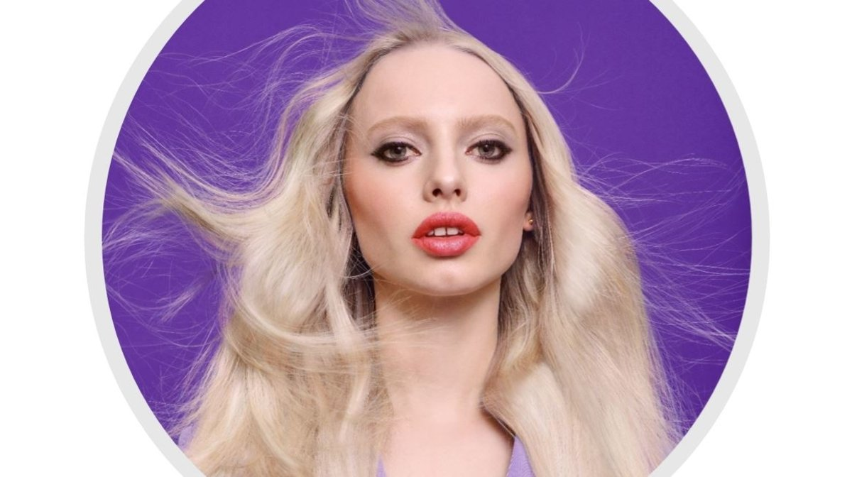 how to tone brassy hair
