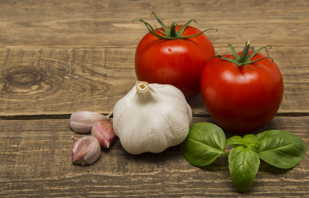 Tomatoes and garlic on a wooden board