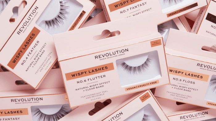 How To Put Falsies On For Long, Fluttery Lashes