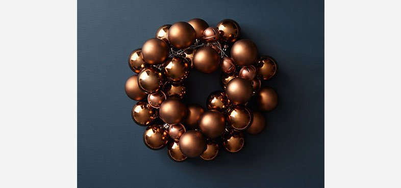 How to create a bauble wreath