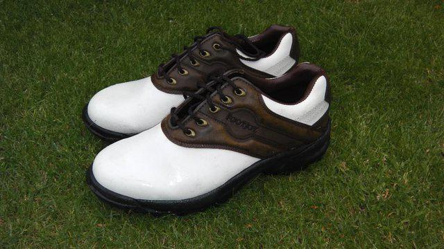 Second hand golf shoes
