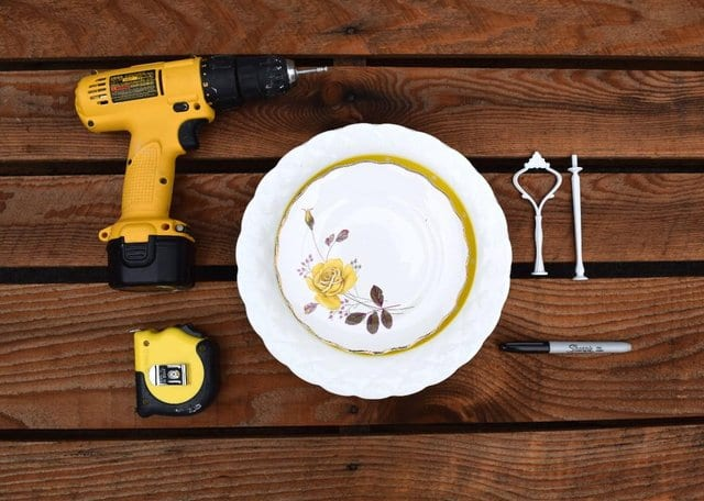 Cake stand and tools
