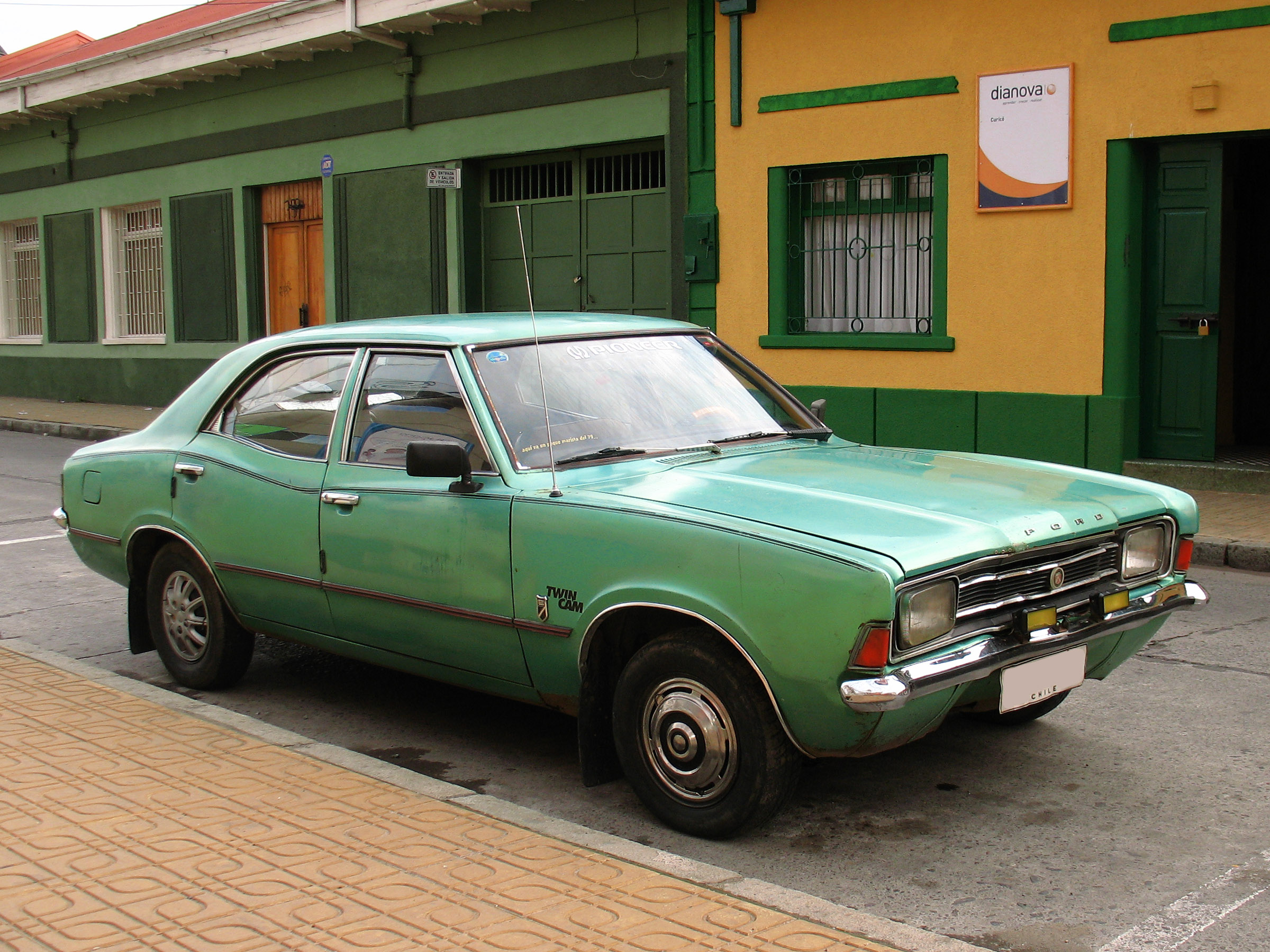 Ford_Cortina_1600_XLE_1976_(14603465848)